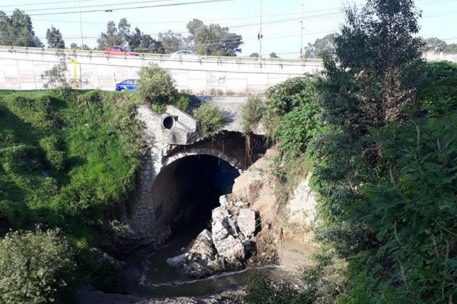 Puente en Amalucan se desgaja por las lluvias, alertan vecinos
