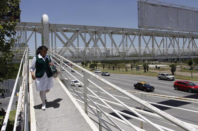 Ayuntamiento concesionará 18 nuevos puentes peatonales