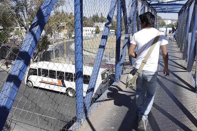 Fuera de norma, 13 puentes peatonales en Puebla capital