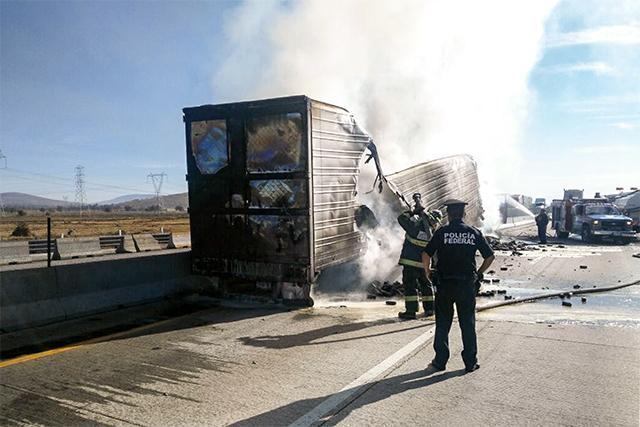 Accidentes y protesta de la CTM paralizan autopista México-Puebla