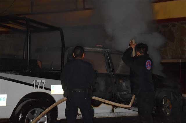 En venganza huachicolera queman patrulla en Acajete