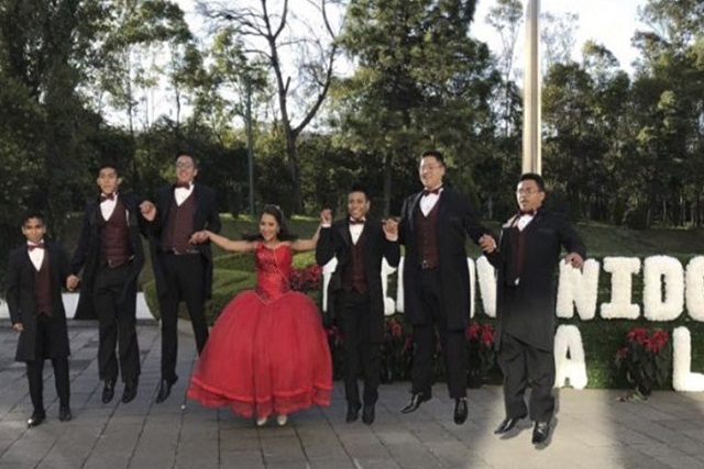 Quinceañera elige Los Pinos para su sesión de fotos