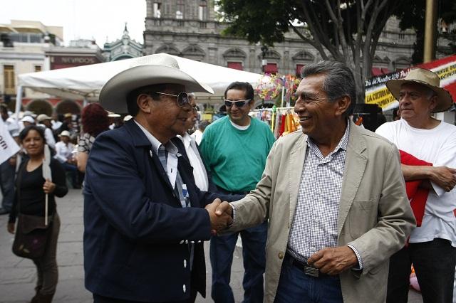 Promete Quiroz resolver problemas a locatarios en Tepexi