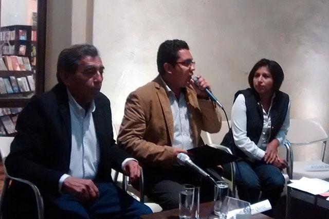 Roxana Luna y Abraham Quiroz debaten con universitarios