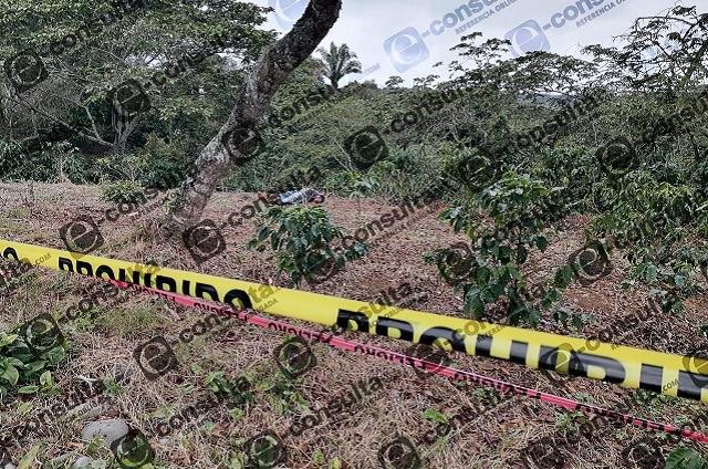 Hallan cuerpo de hombre degollado en Jalpan