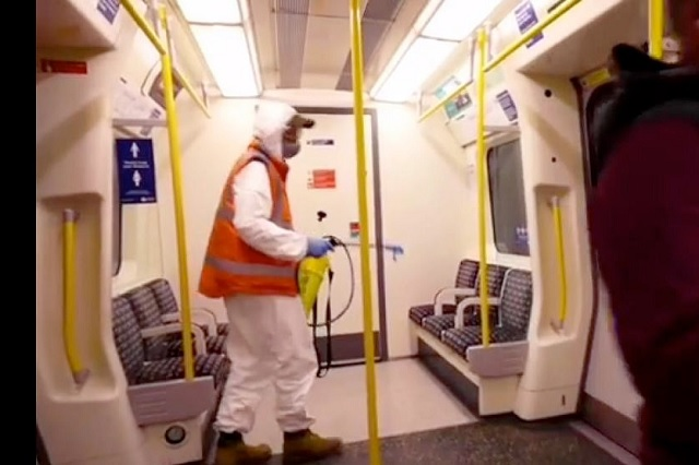 Aparecen ratas con cubrebocas en el metro de Londres