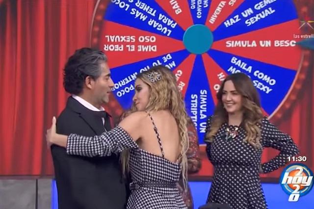 Así simulan beso Raúl Araiza y Andrea Escalona en Hoy en vivo