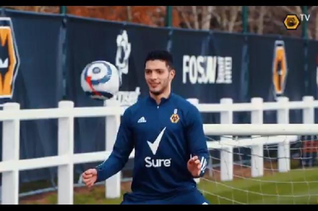 Raúl Jiménez a paso firme en su recuperación; ya entrena con balón