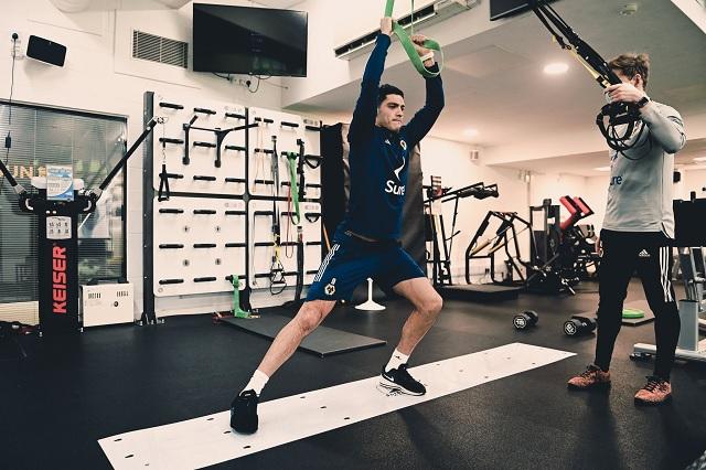 Raúl Jiménez vuelve al gimnasio como parte de su rehabilitación