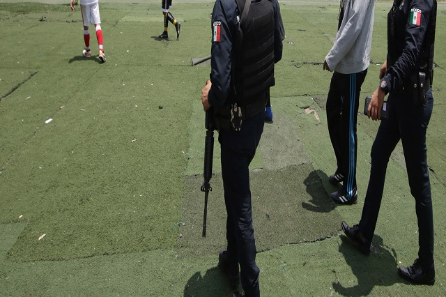 Rayo mata a dos jóvenes durante un partido de fútbol