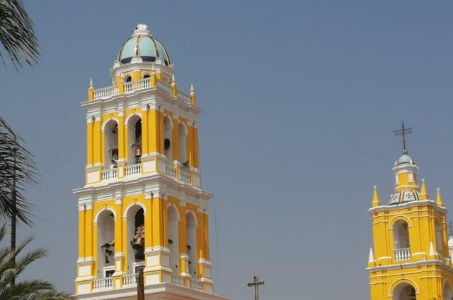 Cae rayo sobre iglesia de San Juan Bautista en Acatlán