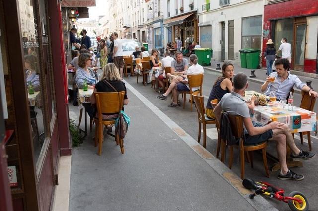 3 meses después, París reabre todos sus restaurantes