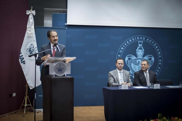 Contaduría Pública BUAP, ejemplo de calidad educativa, señala Esparza