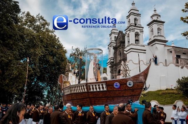 Virgen del Carmen recorre calles de Teziutlán en vehículo
