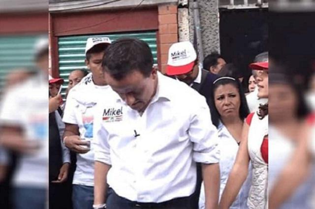 Durante recorrido en la Cuauhtémoc, Mikel Arriola cae en una coladera
