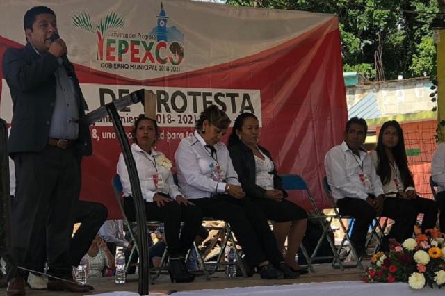 Aparicio Linares recula y se queda como regidor de Tepexco
