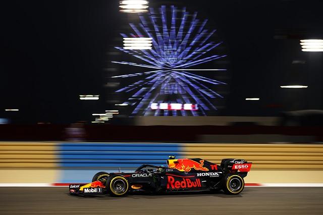 Cae Checo Pérez en tiempos de los segundos libres en Bahrein