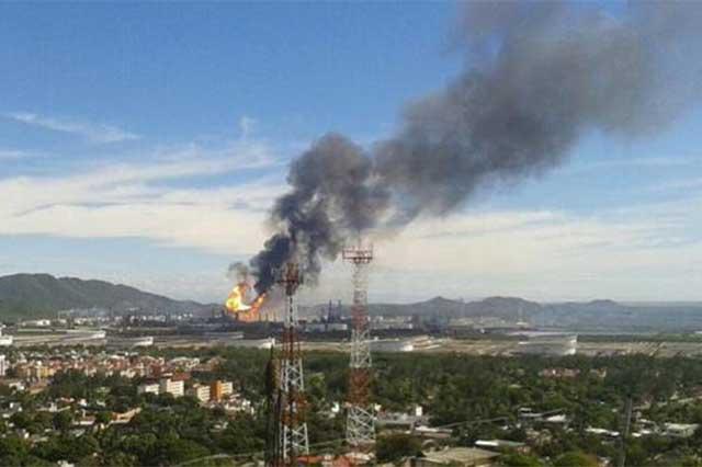 Controla Pemex el incendio en la refinería de Salina Cruz