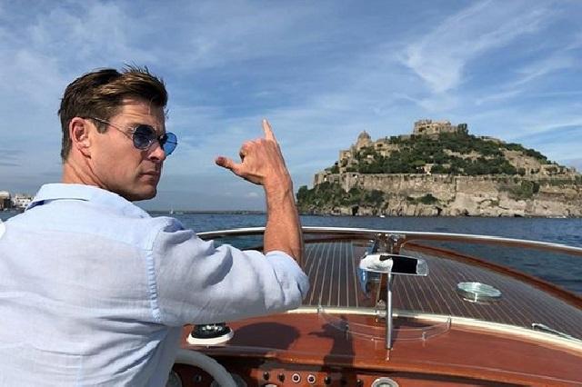 Chris Hemsworth presume el regalo de su esposa en redes