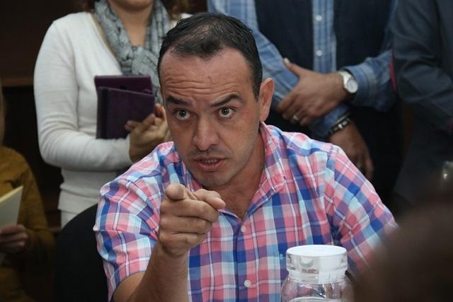 """Regidor de Morena insulta y reta a los """"madrazos"""" a regidor panista"""