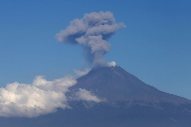 Registra Popocatépetl 4 explosiones en la madrugada del martes