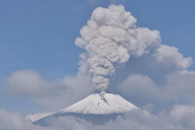 Registra el Popocatépetl emisión de gases y ceniza