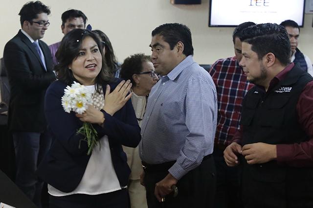 Asegura Morena que Claudia Rivera aventaja al panista Rivera Pérez