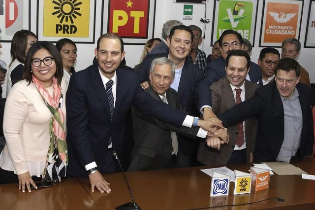 Arropan líderes del PAN, PRD y MC registro de Cárdenas en Puebla