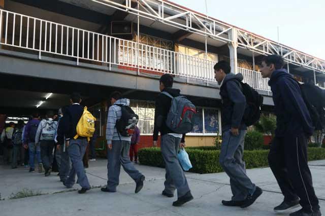 Falta por reubicar a 120 mil estudiantes de Puebla, reconoce la SEP
