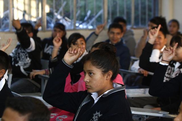 Casi 2 mil escuelas poblanas siguen cerradas tras sismo