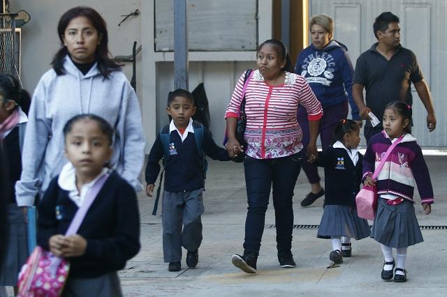 Vacacionan 2 millones de alumnos y 80 mil docentes hasta 2 de enero