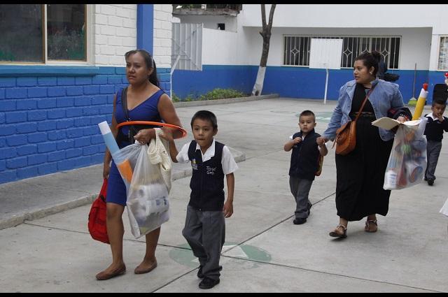 Alumnos en Puebla deberán llegar e irse acompañados de sus padres