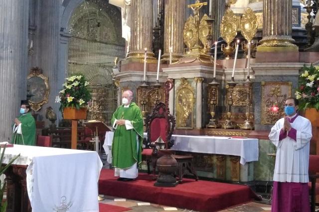 Regresa arzobispo de Puebla a presidir misa dominical en Catedral