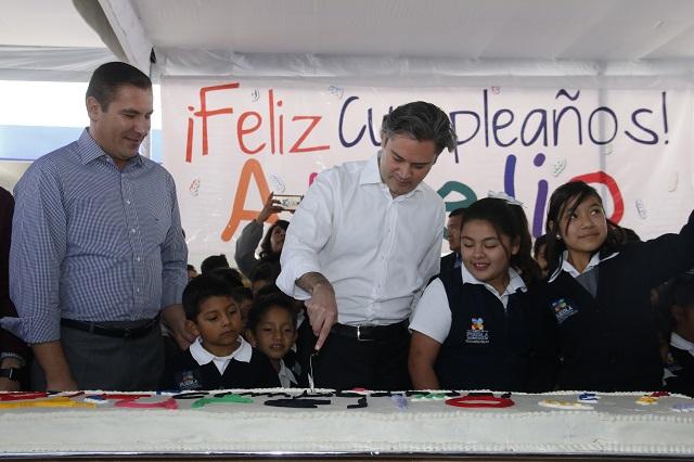 Festeja Nuño su cumpleaños y con RMV inaugura obras en el BINE