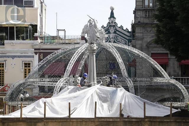 Contra reloj arreglan el zócalo para festejo patrio del jueves