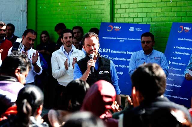 Rehabilitación de sanitarios beneficia a más escuelas de la capital