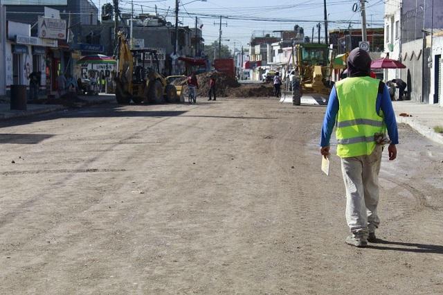 Avanza rehabilitación de calles en la capital, señala SISP