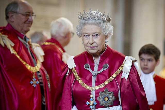 Investigación revela que la reina Isabel II invirtió en paraísos fiscales