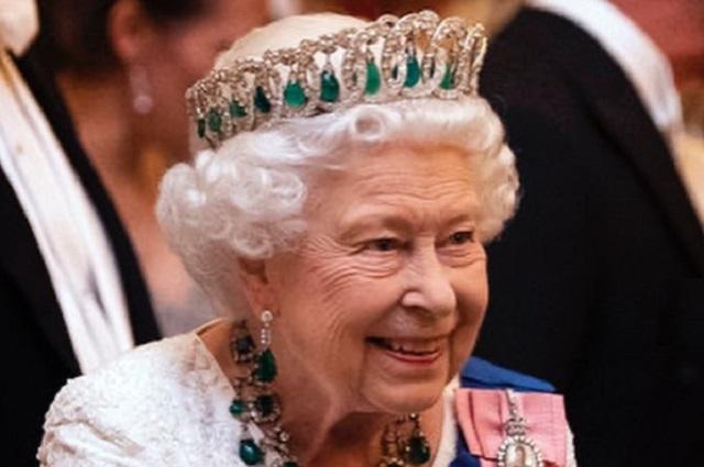 Reina Isabel II apoya separación de Harry y Meghan de la familia real