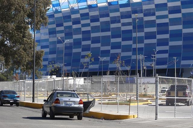 Expresión de megalomanía pintar de azul inmuebles públicos: Vélez Pliego