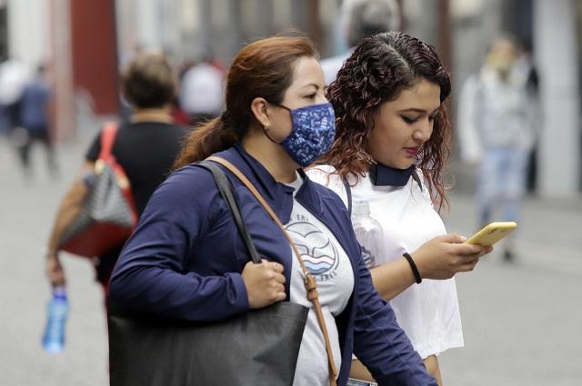Alza en contagios de Covid; freno en muertes, en Puebla