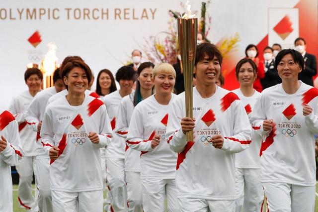 Selección femenil japonesa inicia el relevo de la antorcha olímpica