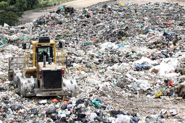 Se llevan basura de Tepeojuma y Huaquechula a relleno de Izúcar