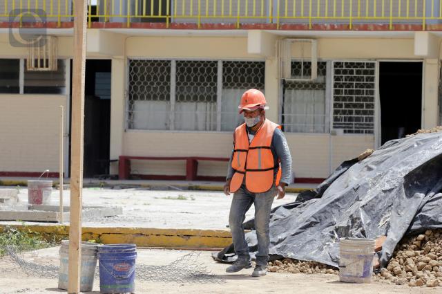 Falta rehabilitar más de 200 escuelas en Puebla: Gámez