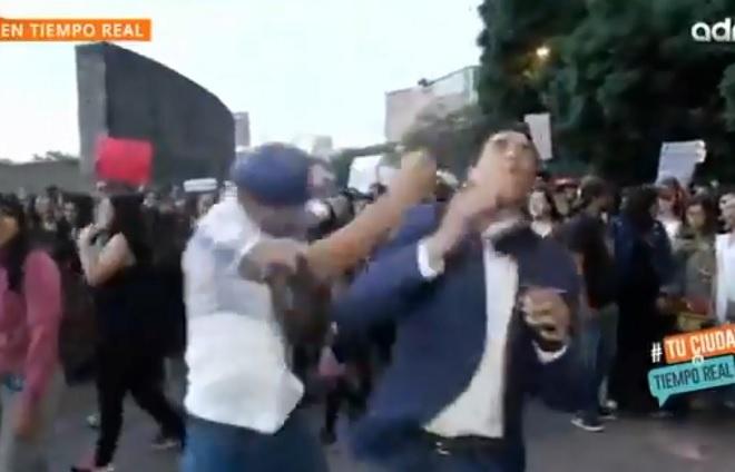 Identifican al sujeto que golpeó a reportero durante marcha en la CDMX