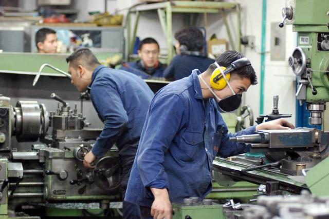 Aumenta 2.6% empleo en sector manufacturero de Puebla