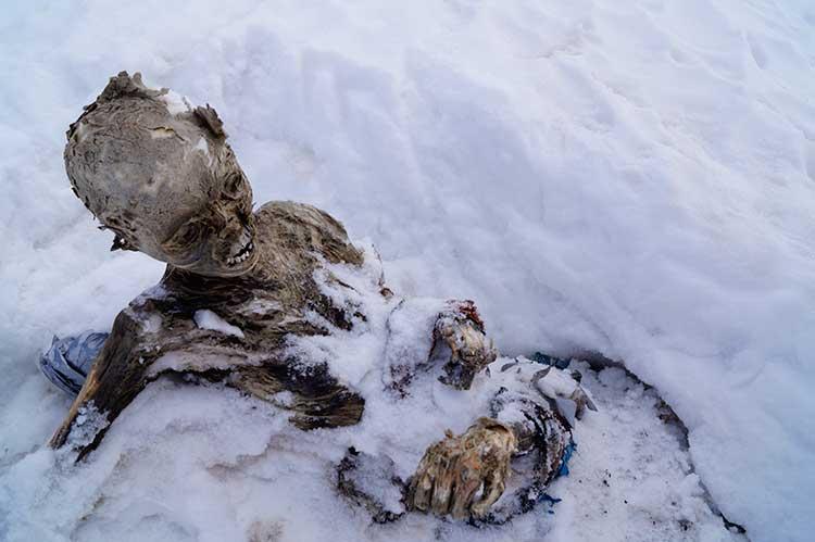 Valoran dejar a momias en el Pico de Orizaba como tumba