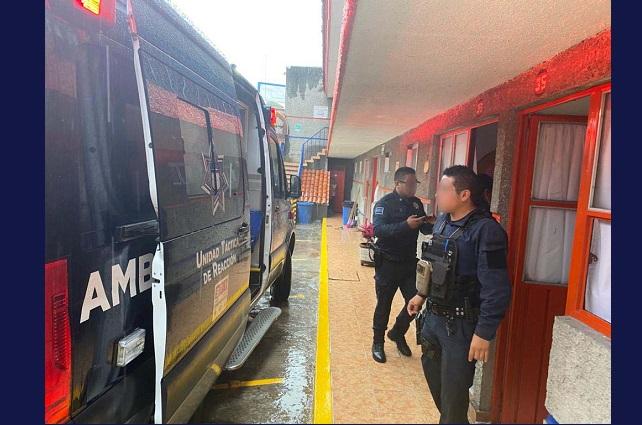 Rescatan a 3 víctimas de secuestro virtual en motel del Puebla