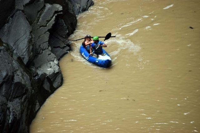 Reanudan búsqueda de dos personas más en el río Apulco