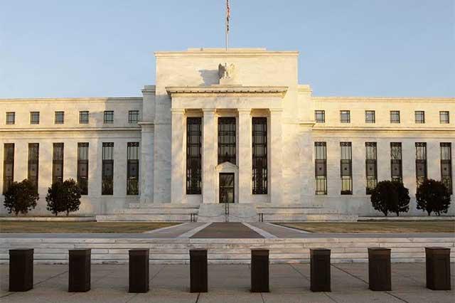 La Reserva Federal de EU aumenta 0,75% y 1% las tasas de interés